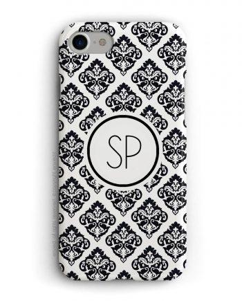 cover per iPhone con trama damascata nera e bianca e iniziali su sfondo bianco