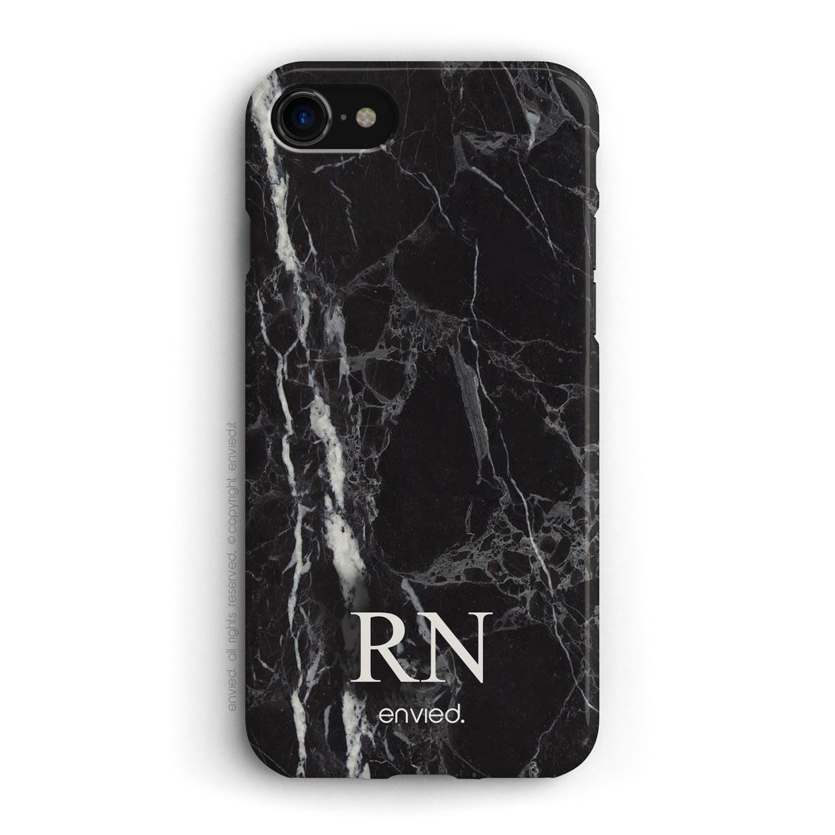 cover per iPhone in marmo nero con iniziali basse