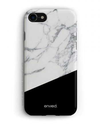 cover per iPhone nera e in marmo bianco.